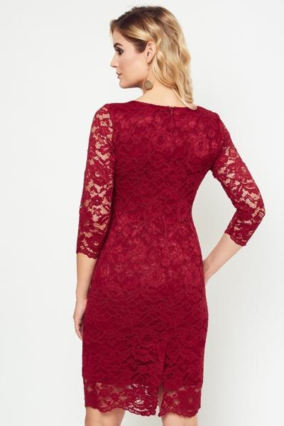 Elegancka koronkowa sukienka w kolorze bordowym