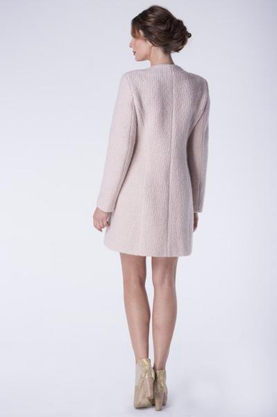 Krótki pudrowy płaszcz na zatrzaski